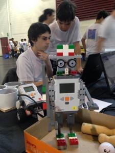 Euskal Robot Cup 2015 : Iban et Enzo en pleine ingénierie